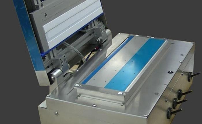 イムノクロマト・ロボットシリンダー式ラミネーター